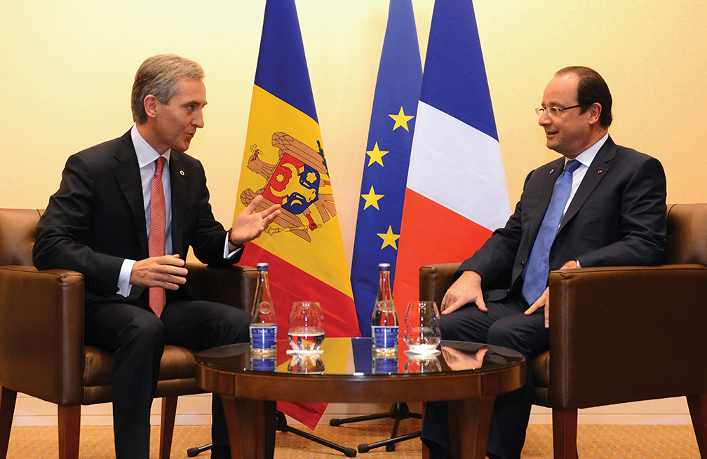 Moldovan Prime Minister Iurie Leancă, left, speaks with French President François Hollande at the European Union's Eastern Partnership Summit in November 2013 in Vilnius, Lithuania, where Moldova initialed an Association Agreement. [AFP/GETTY IMAGES]