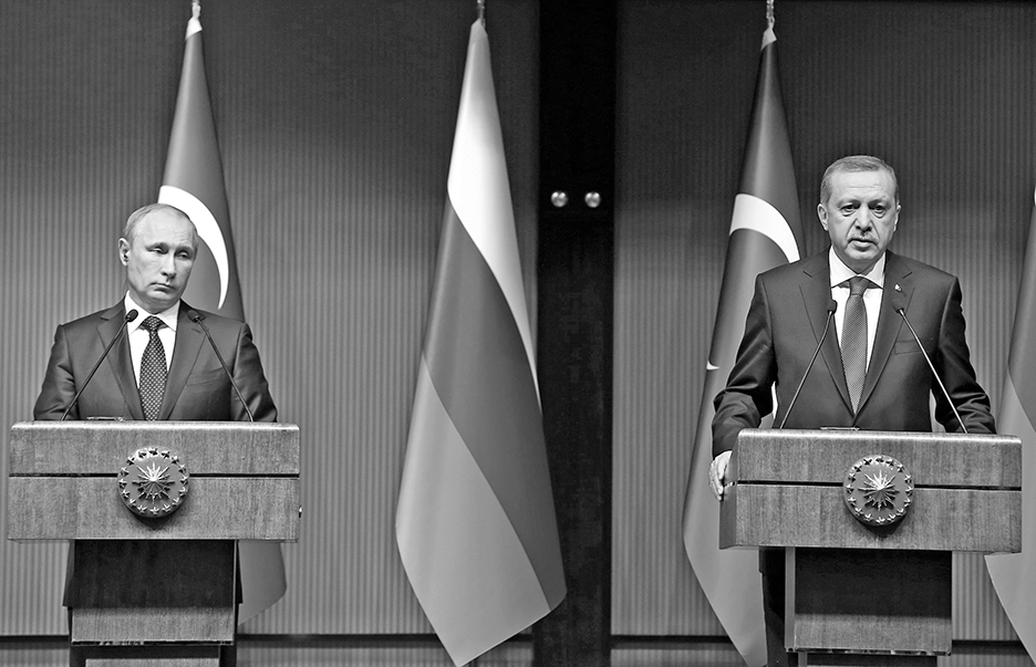 epa04510987 A handout picture provided by Turkish Presidential Press Office shows Russian President Vladimir Putin (L) and his Turkish counterpart Recep Tayyip Erdogan (R) attend a press conference in the new presidential palace in Ankara, Turkey, 01 December 2014. Putin and Erdogan began a meeting in Ankara to discuss their often opposing views on the crisis in Syria, the Islamic State threat and gas supplies to Turkey. Russia agreed to send more gas to Turkey and charge 6 per cent less for the energy, starting in January. Putin is on a one-day official visit to Turkey. EDITORIAL USE ONLY, NO SALES  EPA/TURKISH PRESIDENTIAL PRESS OFFICE / HANDOUT