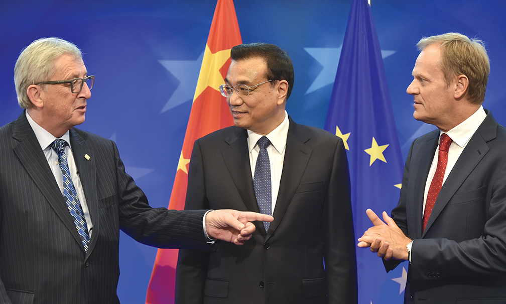 (L-R) European Commission President Jean-Claude Juncker speaks with China's Prime minister Li Keqiang and European Council President Donald Tusk during the 17th bilateral EU-China summit at the EU Council headquarters in Brussels on June 29, 2015. AFP PHOTO / POOL/ JOHN THYS (Photo credit should read JOHN THYS/AFP/Getty Images)