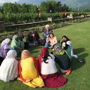 A Mothers School group meets at Dal Lake, Srinagar, India. WOMEN WITHOUT BORDERS